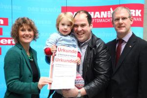 Ministerin Lemke überreicht Urkunden an Alexander Viehmann